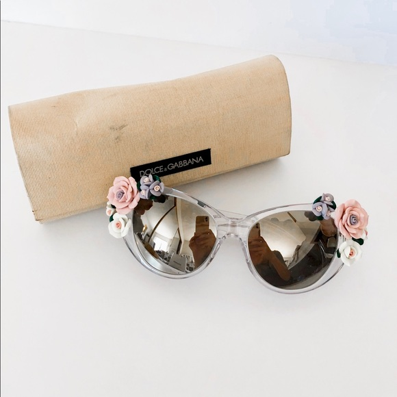 6ac0127cd23 Dolce   Gabbana Accessories - AUTH Dolce   Gabbana flower sunglasses - DG  4180